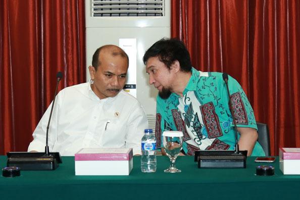 Adiwarman Karim berbincang dengan Kepala Bappenas Andrinof Chaniago